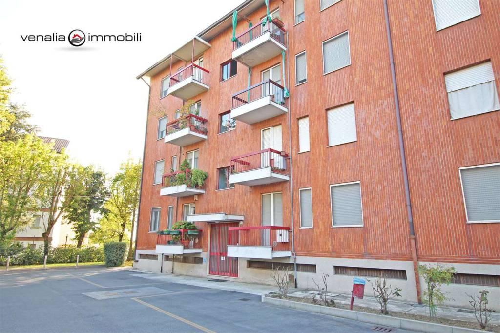 Appartamento in buone condizioni in vendita Rif. 8787663