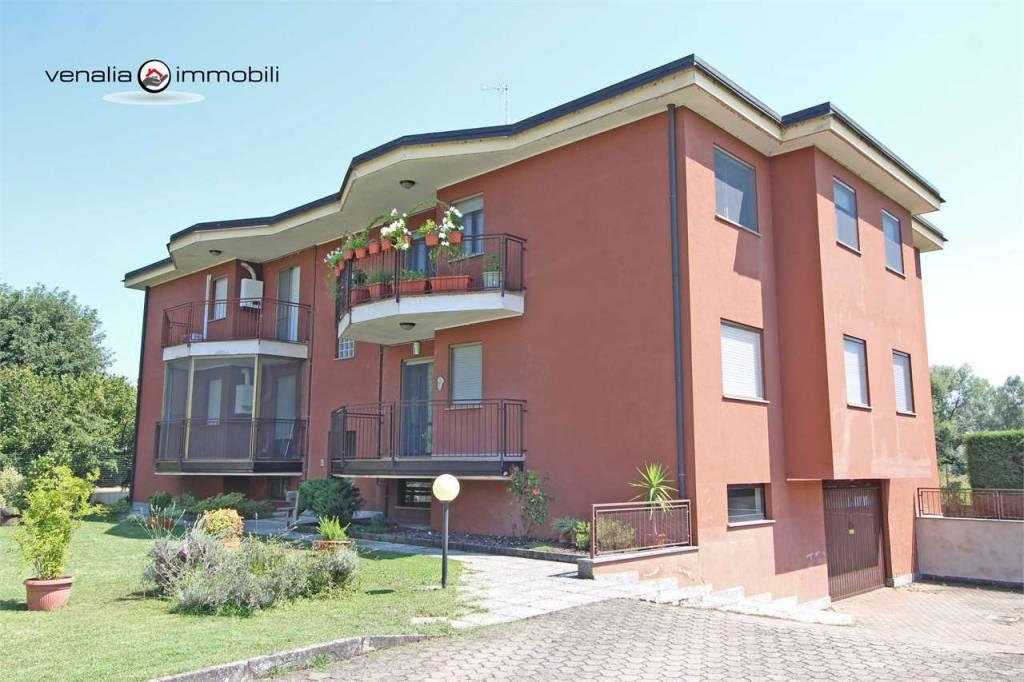 Appartamento in buone condizioni in vendita Rif. 7495756