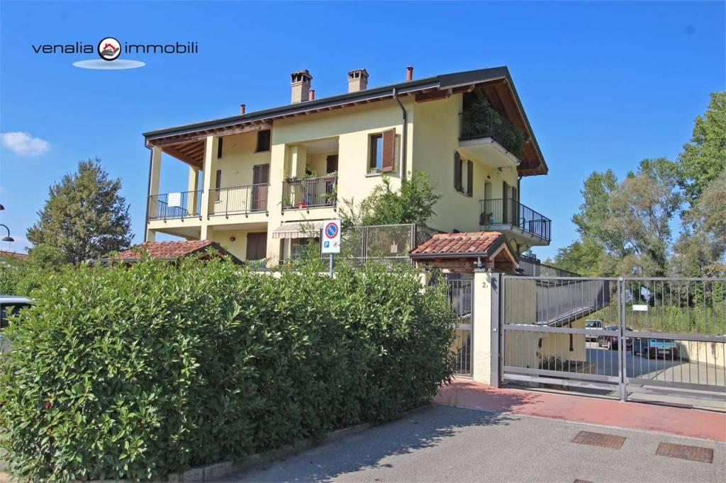 Appartamento in ottime condizioni in vendita Rif. 9306576