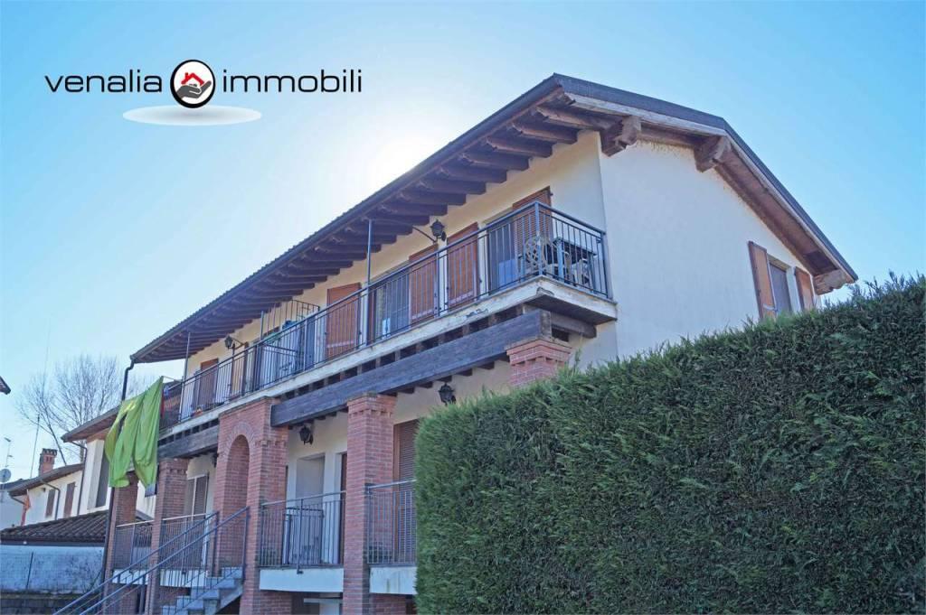Appartamento in buone condizioni in vendita Rif. 9306551