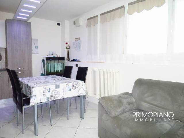 Appartamento in buone condizioni arredato in vendita Rif. 8831578