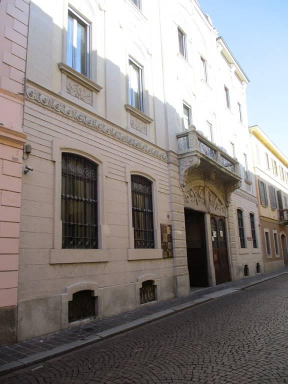 Appartamento in buone condizioni in affitto Rif. 8832535