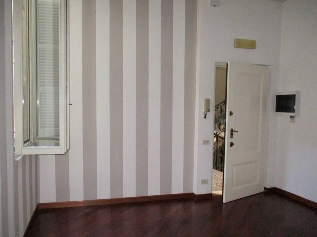 Ufficio / Studio in affitto a Pavia, 4 locali, prezzo € 1.000 | CambioCasa.it
