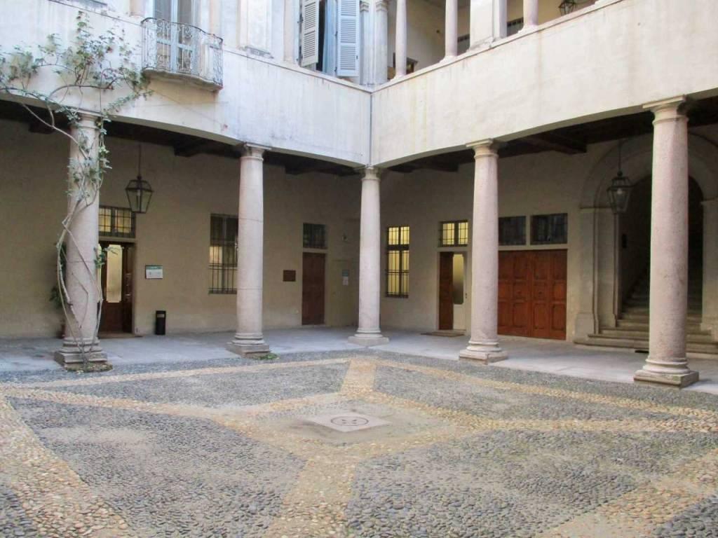 Ufficio / Studio in affitto a Pavia, 2 locali, prezzo € 550 | CambioCasa.it