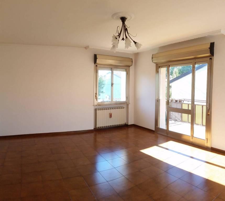 Appartamento in buone condizioni in affitto Rif. 8833466