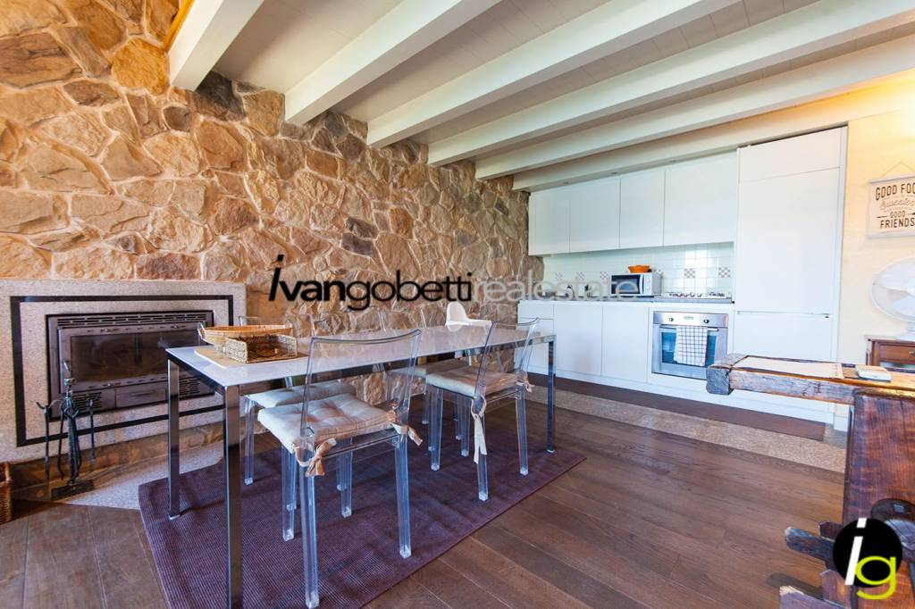 Appartamento in ottime condizioni parzialmente arredato in vendita Rif. 9015767