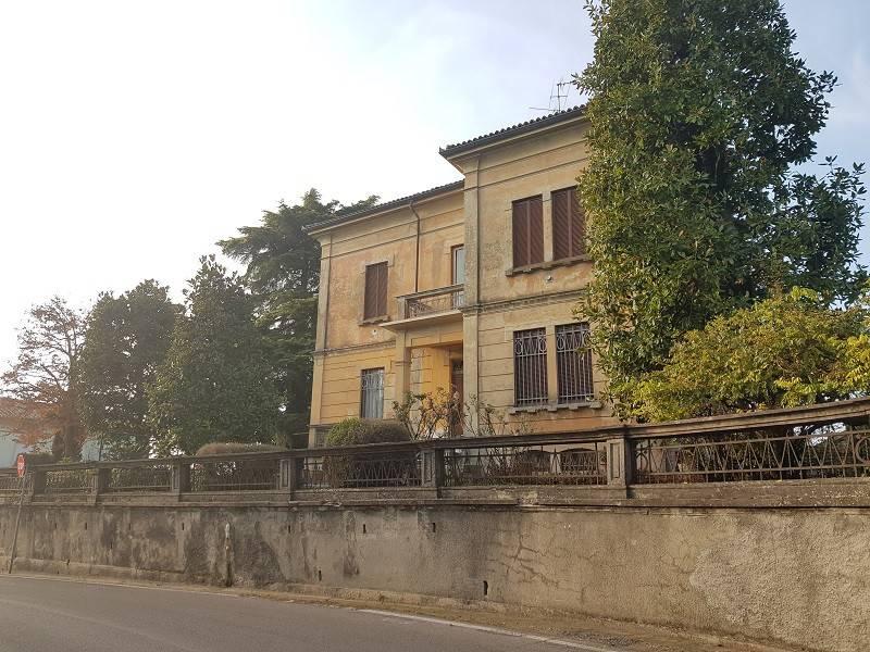 Villa in buone condizioni in vendita Rif. 8830608
