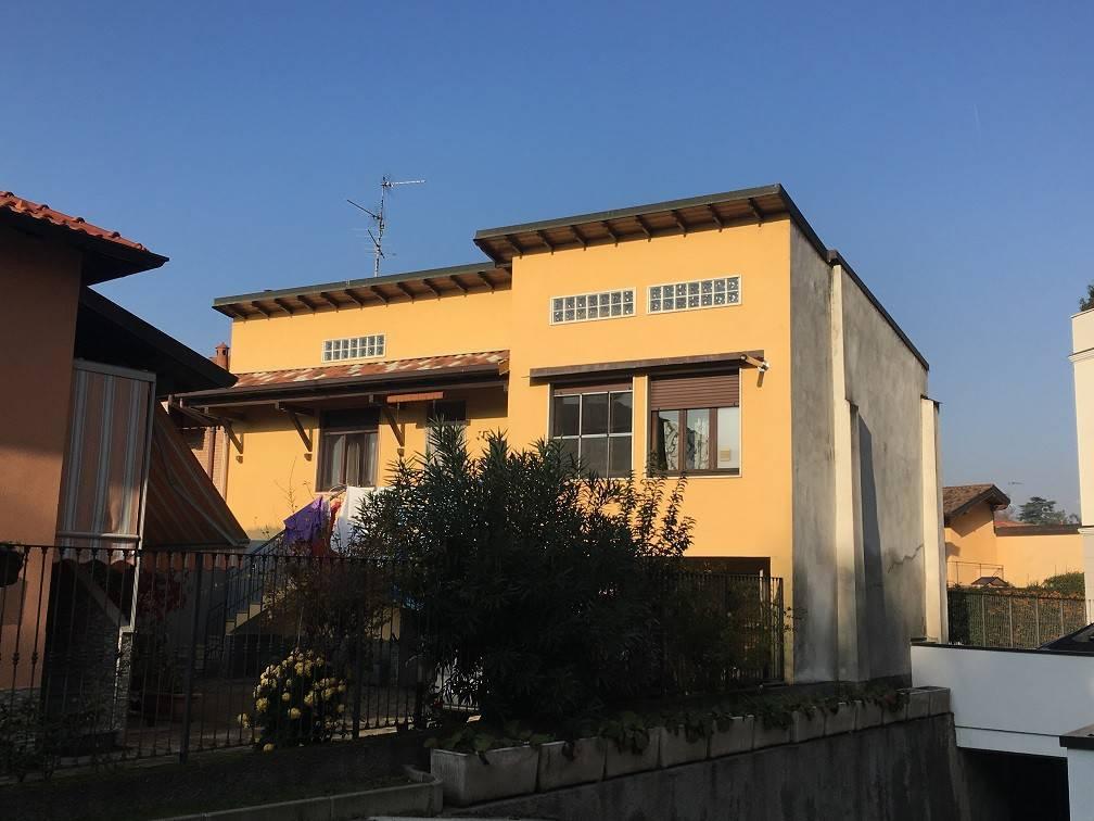 Appartamento in buone condizioni in vendita Rif. 8828495