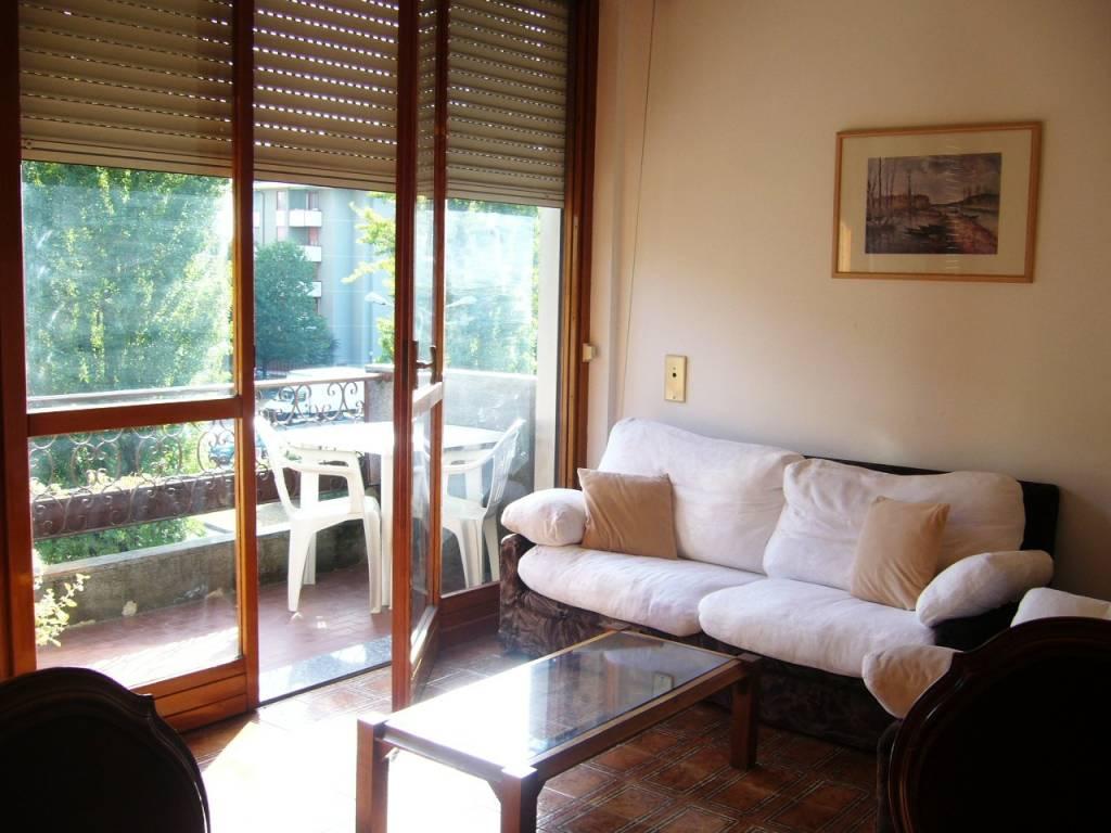 Appartamento in buone condizioni arredato in affitto Rif. 8745249