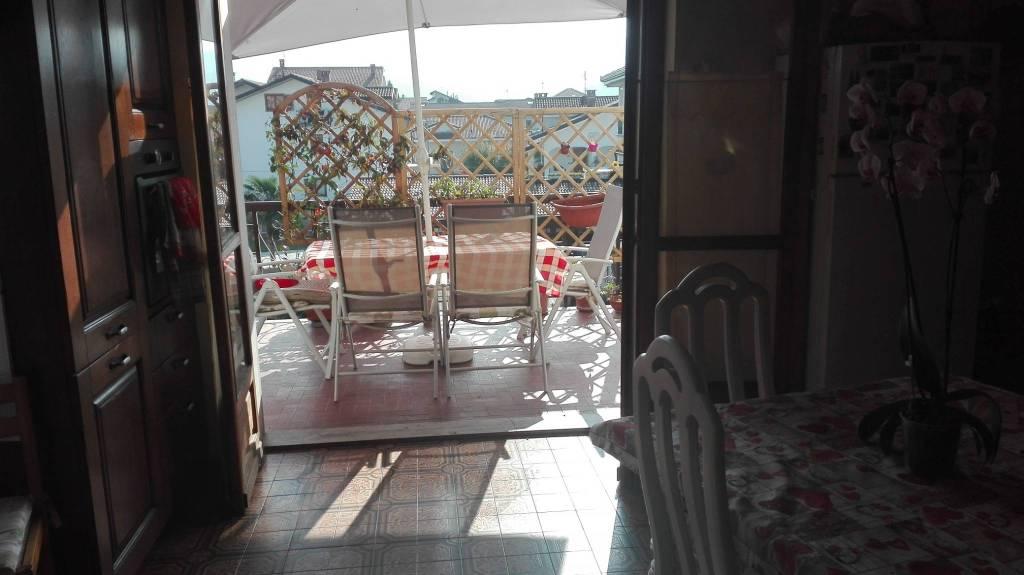 Appartamento in buone condizioni in affitto Rif. 8830154