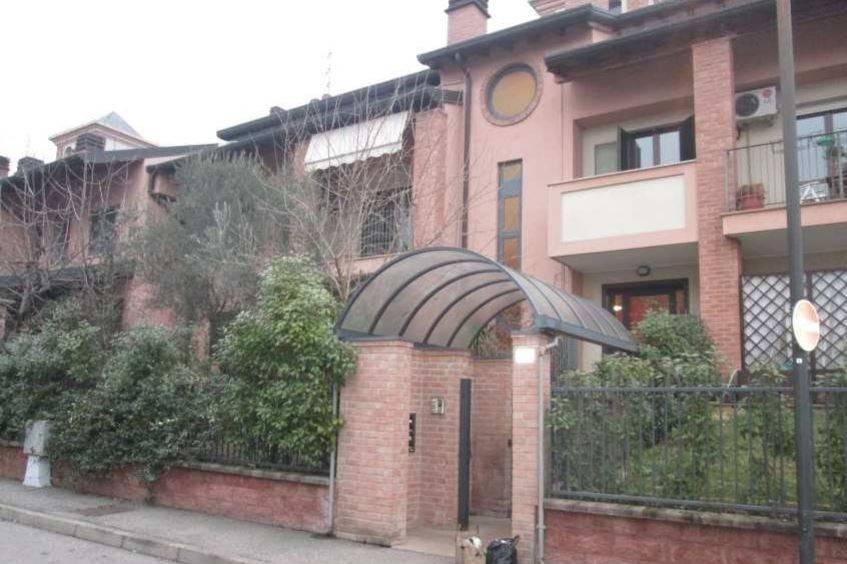 Appartamento in buone condizioni in vendita Rif. 8845211