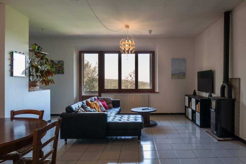 Appartamento in buone condizioni in vendita Rif. 4365505