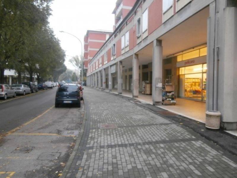 Negozio / Locale in affitto a Mantova, 4 locali, prezzo € 1.400 | CambioCasa.it