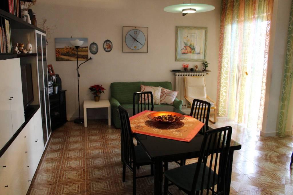 Appartamento in buone condizioni in vendita Rif. 8832252
