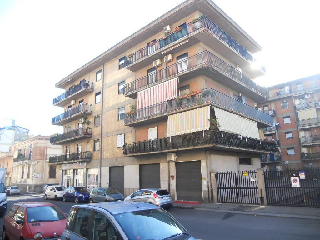 Appartamento in ottime condizioni in vendita Rif. 8831636