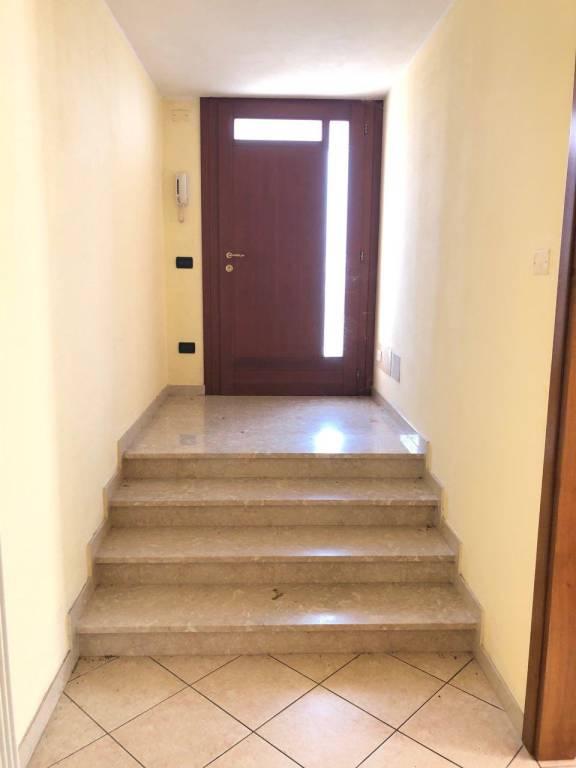 Appartamento in buone condizioni in vendita Rif. 8830259