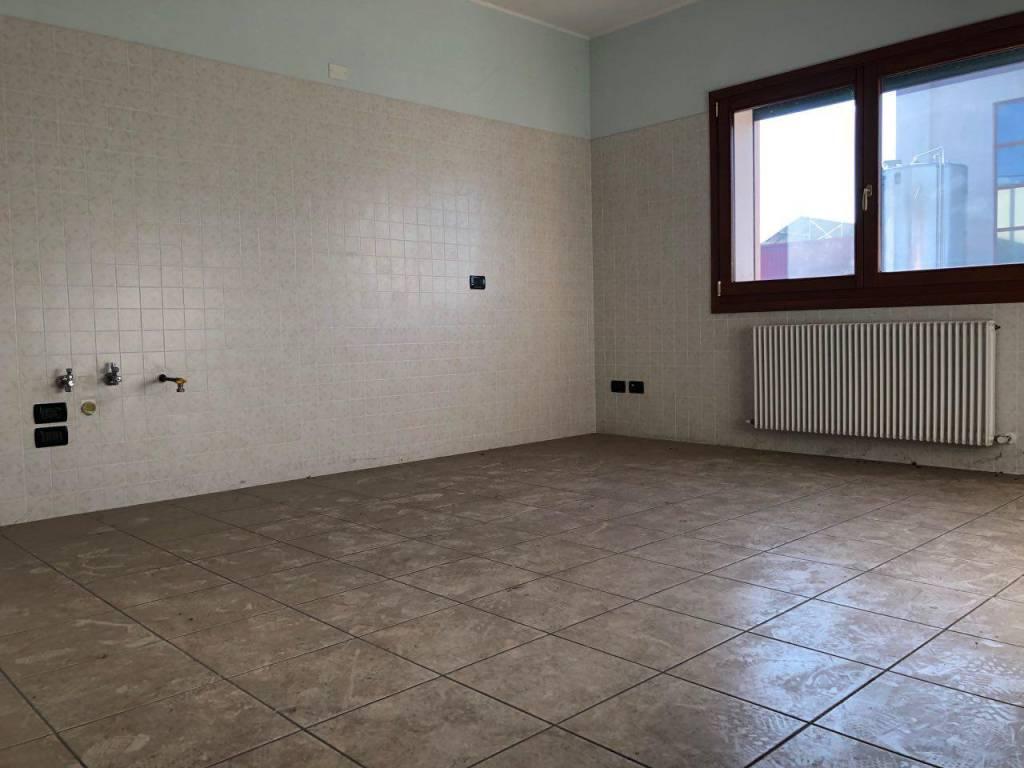 Appartamento in buone condizioni in vendita Rif. 8830260