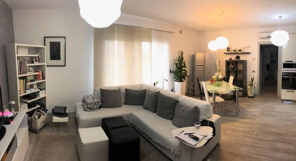 Appartamento in ottime condizioni arredato in vendita Rif. 8832221