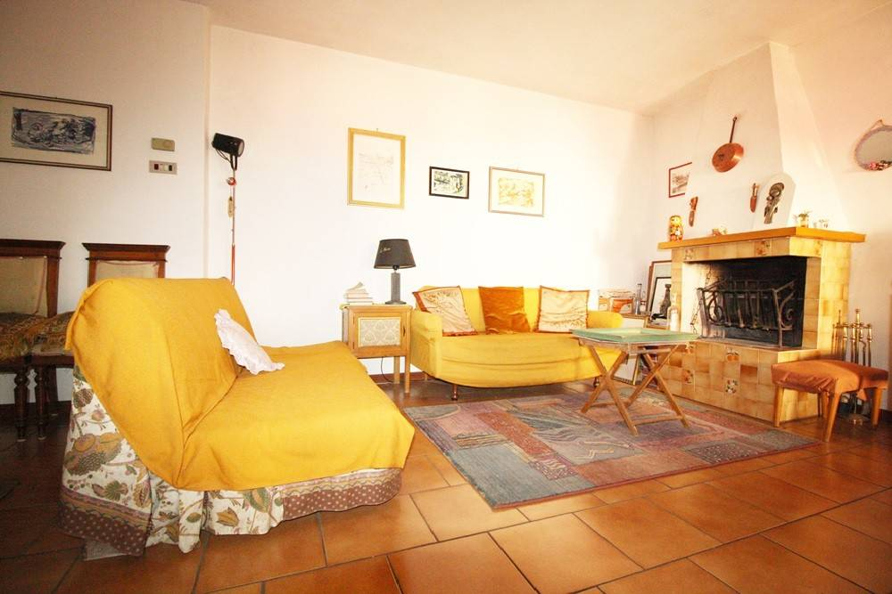 Appartamento in buone condizioni parzialmente arredato in vendita Rif. 8831141