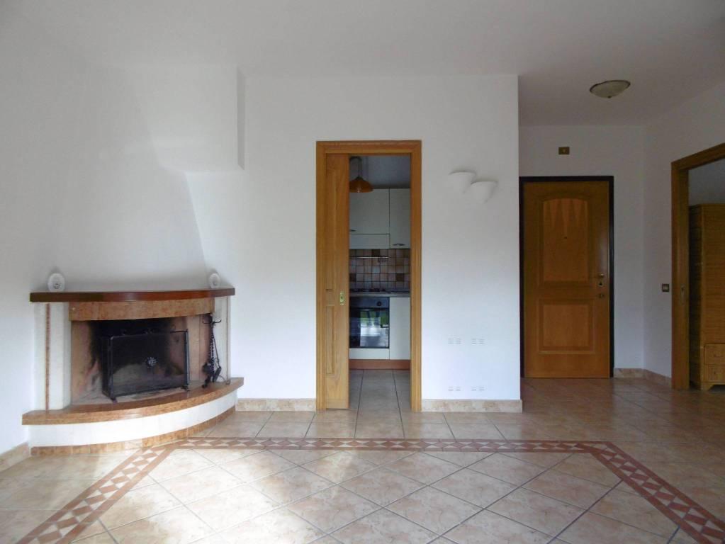 Appartamento in ottime condizioni in vendita Rif. 8831041