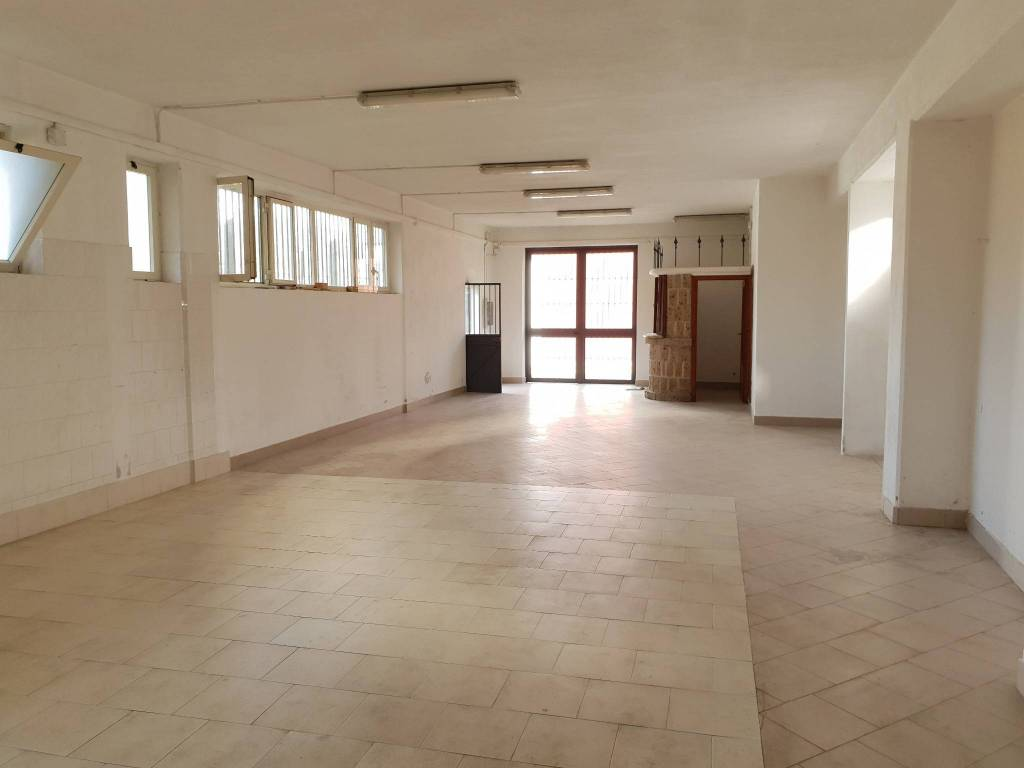 Negozio monolocale in affitto a Avellino (AV)