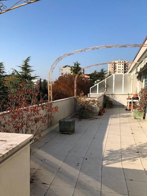 Appartamento in buone condizioni parzialmente arredato in vendita Rif. 8832010