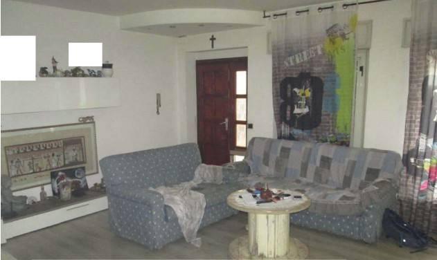 Appartamento in buone condizioni in vendita Rif. 8832631