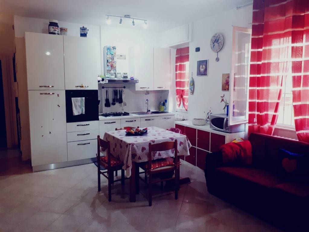 Appartamento in buone condizioni in vendita Rif. 8830854