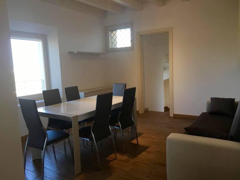 Appartamento parzialmente arredato in affitto Rif. 8828471