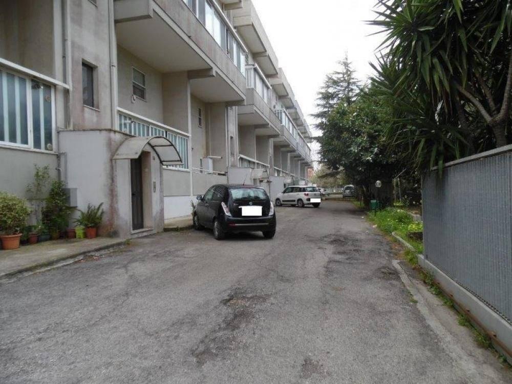 Appartamento in buone condizioni in vendita Rif. 8833956