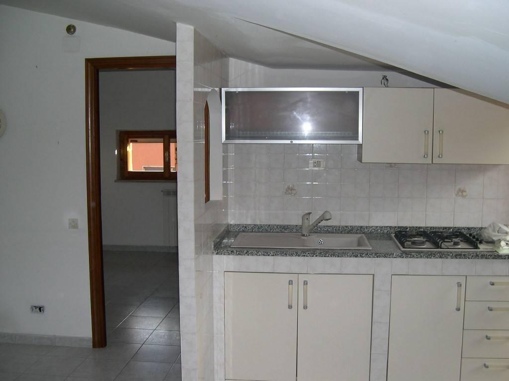 Attico / Mansarda in buone condizioni parzialmente arredato in affitto Rif. 8828695