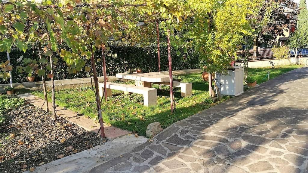 Villa in buone condizioni arredato in vendita Rif. 8830203