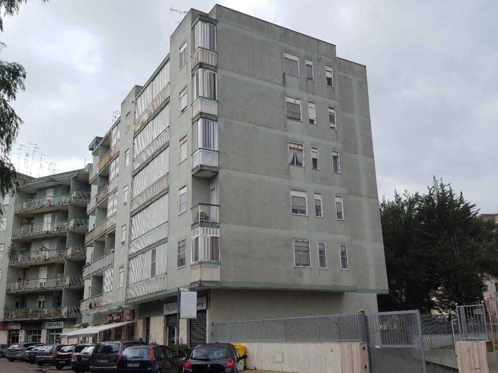 Appartamento in buone condizioni in vendita Rif. 8833958
