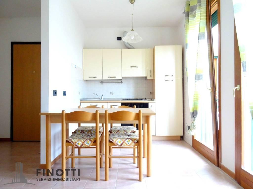 Appartamento in ottime condizioni arredato in vendita Rif. 8832140