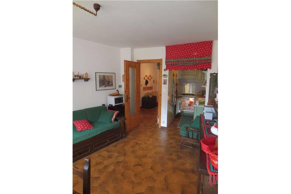 Appartamento in buone condizioni in vendita Rif. 8851046