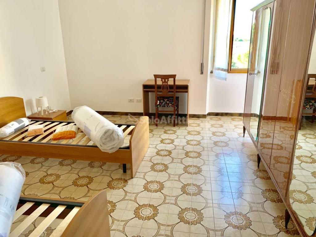 Stanza / posto letto in ottime condizioni arredato in affitto Rif. 8863140