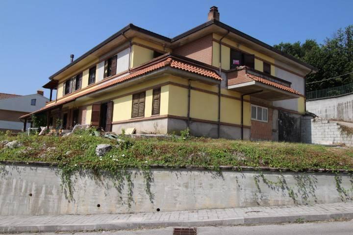 Villa in buone condizioni in vendita Rif. 8847222