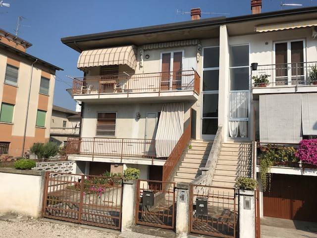 Appartamento in buone condizioni parzialmente arredato in vendita Rif. 8849284