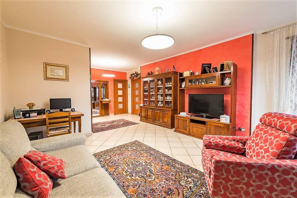 Appartamento in ottime condizioni in vendita Rif. 8848846