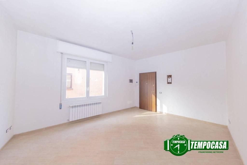 Appartamento in buone condizioni in vendita Rif. 8844578
