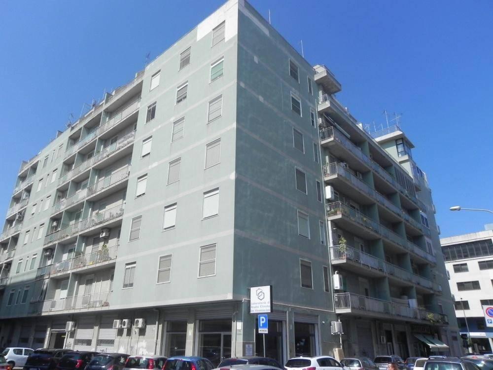 Appartamento in buone condizioni in vendita Rif. 8850941