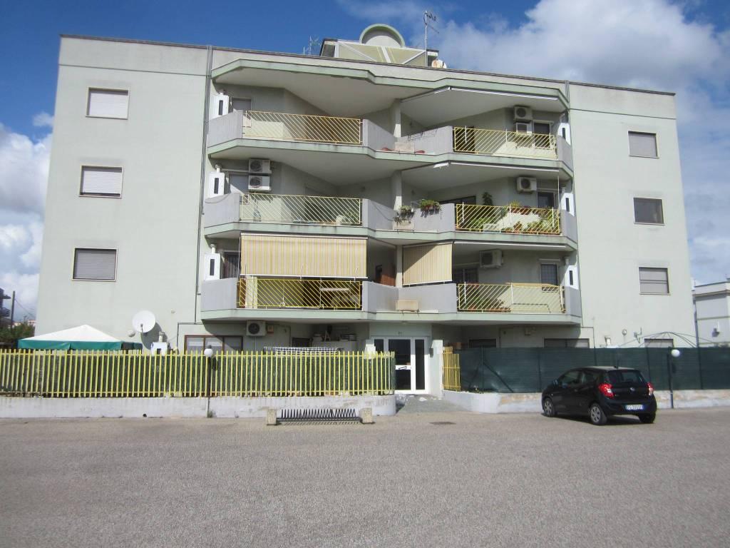 Appartamento in buone condizioni in vendita Rif. 8844425