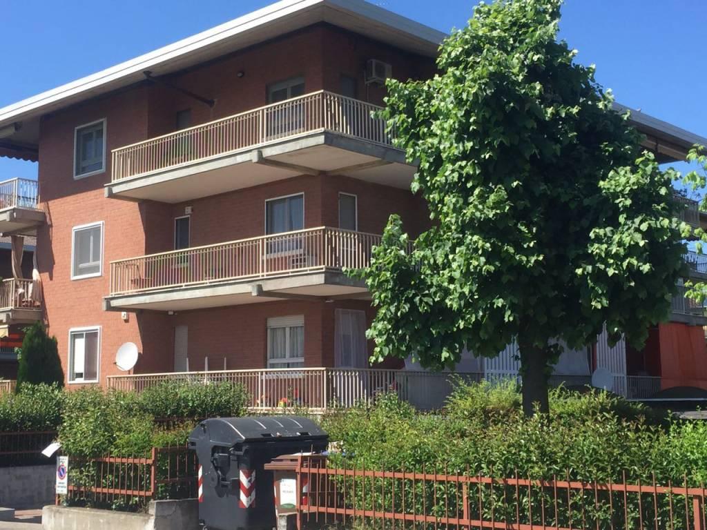 Immagine immobiliare APPARTAMENTO ARREDATO A POIRINO In zona residenziale ,ma a due passi dal centro del paese, proponiamo appartamento arredato. L'immobile è stato costruito nel 1975, con giardino condominiale ben curato, palazzina signorile....