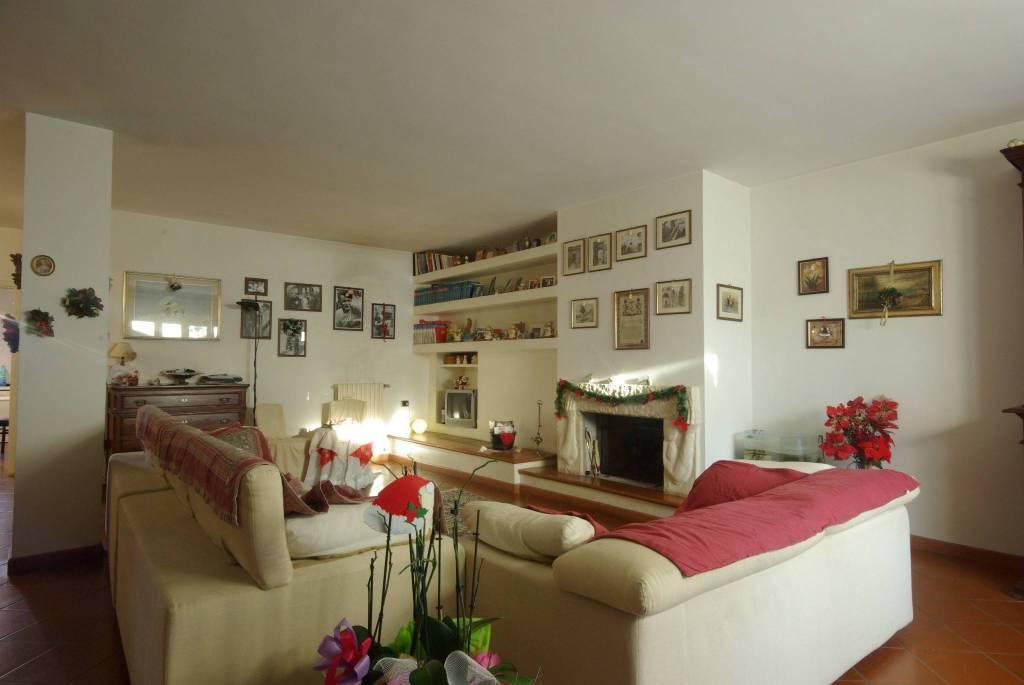 Appartamento in buone condizioni in vendita Rif. 8849774