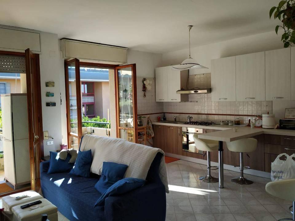 Appartamento in buone condizioni parzialmente arredato in vendita Rif. 8851318
