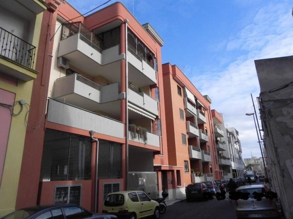 Appartamento in buone condizioni in vendita Rif. 8850946