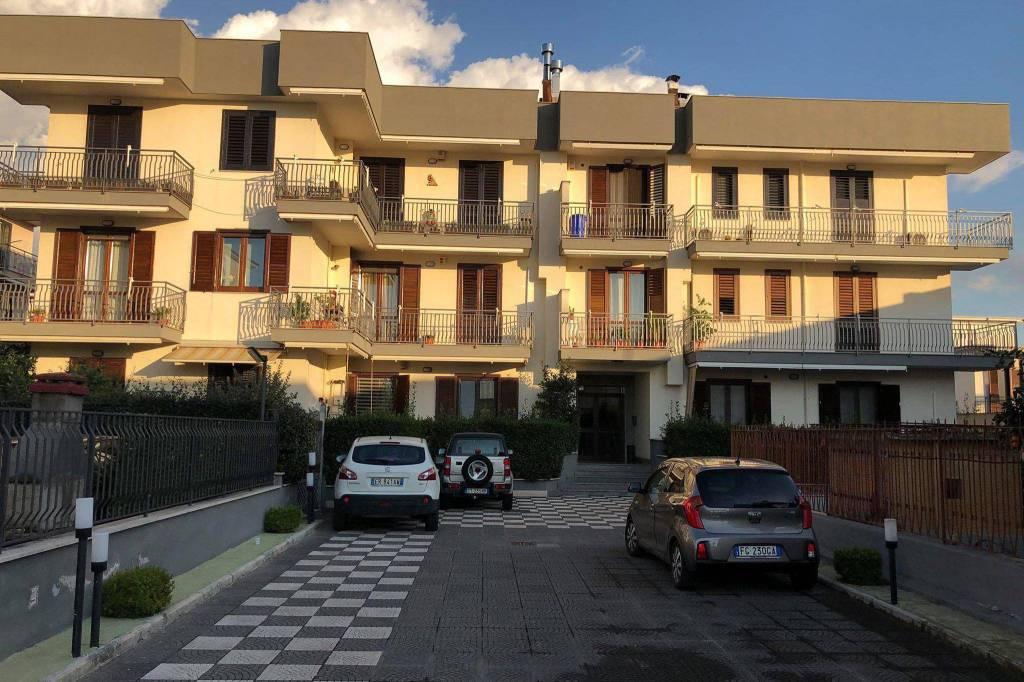 Appartamento in buone condizioni in vendita Rif. 8844616