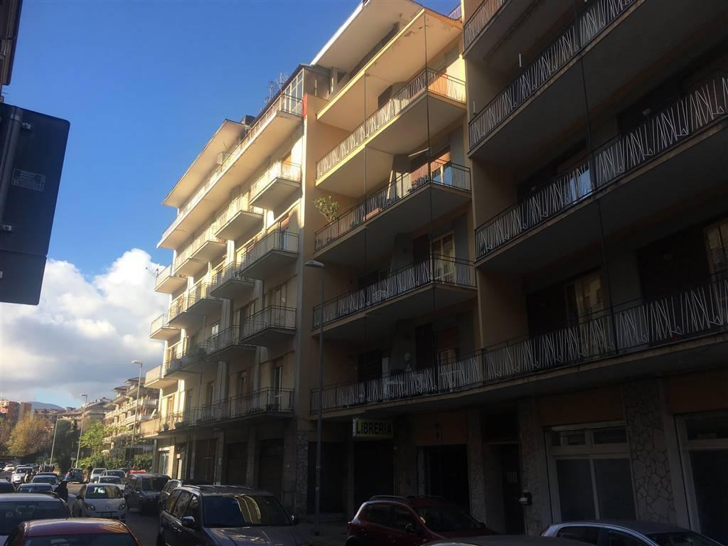 Appartamento in buone condizioni arredato in affitto Rif. 8849496