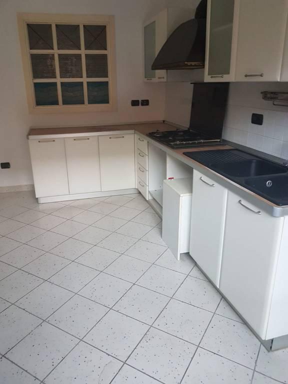 Appartamento in buone condizioni parzialmente arredato in affitto Rif. 8847744