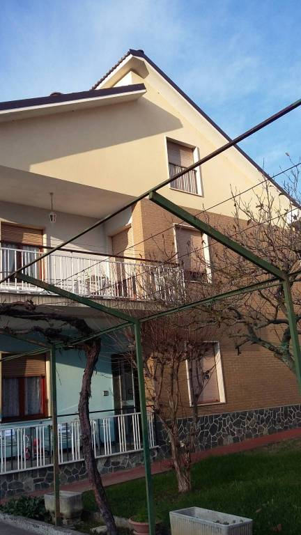 Attico / Mansarda in buone condizioni parzialmente arredato in affitto Rif. 8850634